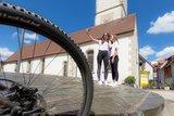 thumbnail - Selfi auf dem Fuhrmannsbrunnen Mengen