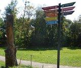 thumbnail - Schilderbaum und Skulptur Bierblumentanz