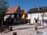 thumbnail - neu renovierter Marktplatz gegenüber vom Rathaus