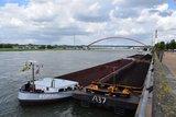 thumbnail - Binnenschiffe an der Kaianlage im RheinPark