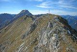 thumbnail - Bergtour Kreuzspitze - Gipfel mit Hochplatte im Hintergrund