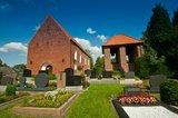 thumbnail - Die historische Backsteinkirche in Westerende