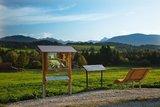 thumbnail - Schaukasten mit Panoramaliege am Vogellehrpfad Bad Bayersoien