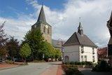 thumbnail - Uelsener Touristinformation und die ref. Kirche