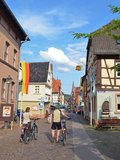 thumbnail - Am Anfang der Tour geht es durch die Lohrer Altstadt