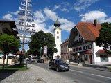 thumbnail - Kirchplatz Grassau mit Touristinfo