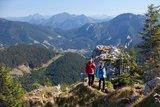 thumbnail - Bergtour Teufelstättkopf - kurz vor dem Gipfel, im Hintergrund Oberammergau, Laber und Aufacker