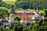 thumbnail - Das Schloss Berleburg thront über der Stadt.