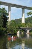 thumbnail - Werra-Paddler vor der Autobahnbrücke über die Thüringer Pforte bei Hörschel