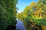 thumbnail - Am Ridding-Kanal lässt es sich gut im Schatten der Bäume pausieren
