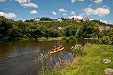 thumbnail - Paddler auf der Saale vor den Dornburger Schlössern