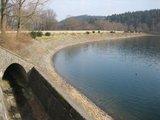 thumbnail - Schleifenroute - Damm der Versetalsperre mit Hochwasserüberlauf