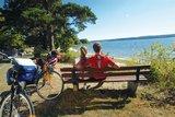 thumbnail - Mit Blick aufs Wasser kann man direkt am Plauer See eine Rast einlegen.