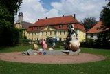 thumbnail - Heckerhaus mit Kunstwerk