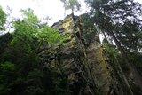 thumbnail - Imposante Felswand am Wasserfall