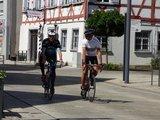 thumbnail - Rennradler vor der Alten Post - Stadtmuseum Mengen