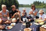 thumbnail - Seepicknick auf der Badeinsel im Waldsee
