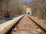 thumbnail - Radfahren direkt neben dem Draisinengleis