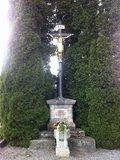 thumbnail - Kreuz im Friedhofsgelände