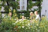 thumbnail - Im Garten des Dorfschulmuseums