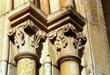 thumbnail - Kirche St. Peter und Paul - Stilvoll: Trotz der kurzen Bauzeit wurde am Detail nicht gespart. Als Baustoff diente der sogenannte Osning-Sandstein.