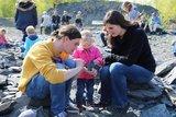 thumbnail - Für die Fossiliensuche auf der Felsrippe kann ein Rucksack im Piesberger Gesellschaftshaus ausgeliehen werden