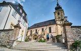 thumbnail - Vor der päpstlichen Basilika in Marienweiher