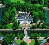thumbnail - Hauptfassade des Schlosses Bad Pyrmont