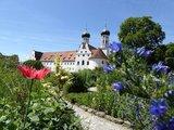 thumbnail - Blick zur Basilika vom Meditationsgarten