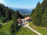 thumbnail - Blick auf die Lenggrieser Hütte von oben