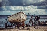 thumbnail - Im kleinen Hafen von Vitt gibt es frischen Räucherfisch von lokalen Fischern.