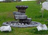 thumbnail - Tuffstein-Brunnen auf der Ostseite des Huglfinger Bahnhofs.