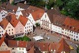 thumbnail - Marktplatz in Gemünden mit Rathaus und Tourist-Information links neben Rathaus