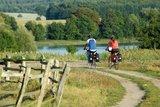thumbnail - Umgeben von einer einzigartigen Naturlandschaft führt der Weg vorbei am Krakower See durch die Nossentiner/Schwinzer Heide.