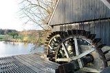 thumbnail - Die zwei Räder der Wassermühle