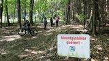 thumbnail - Achtung Biker: Der Trail kreutzt immer wieder Wanderwege. Die Punkte sind gut markiert