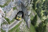 thumbnail - Wendelstein-Zahnradbahn bei Bergdurchfahrt.