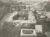 thumbnail - Ausgrabung an der Luxemburger Straße 1889/99: zwei römische Grabbezirke mit steinernen Aschenkisten und mit dem Grabstein des Zimmermanns Titus Gesatius