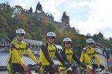 thumbnail - RAAM-Team vor Burg Altena