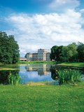 thumbnail - Das Barockschloss Ludwigslust mit hübscher Parkanlage erinnert stark an Versailles.