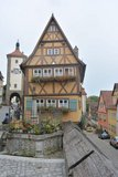 thumbnail - Beliebtes Fotomotiv in Rothenburg: Der Plönlein-Platz.