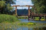 thumbnail - Die Trebel Klappbrücke in Nehringen verbindet die beiden Landteile Mecklenburg und Vorpommern miteinander.